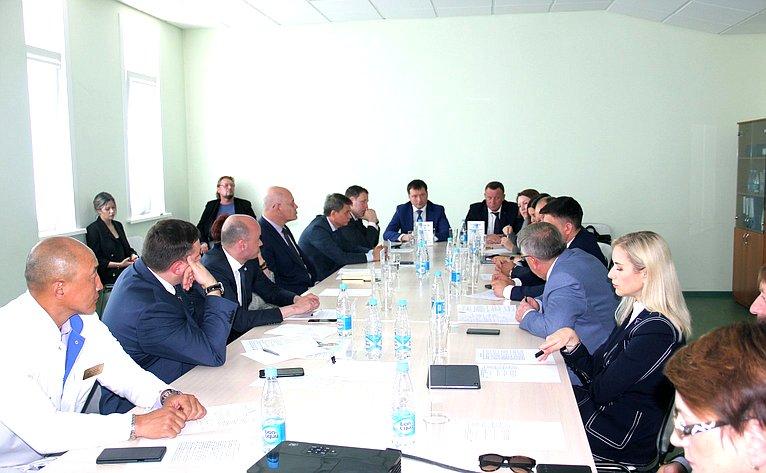 Выездное совещание Комитета СФ посоциальной политике натему «Цифровые технологии воказании доступной икачественной медицинской помощи» вЮжно-Сахалинске
