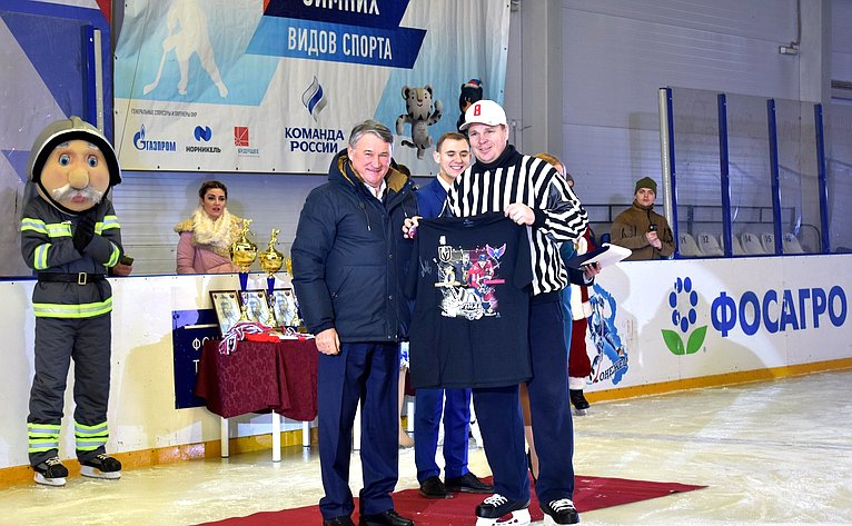 Торжественная церемония закрытия турнира похоккею сшайбой наКубок Героя России