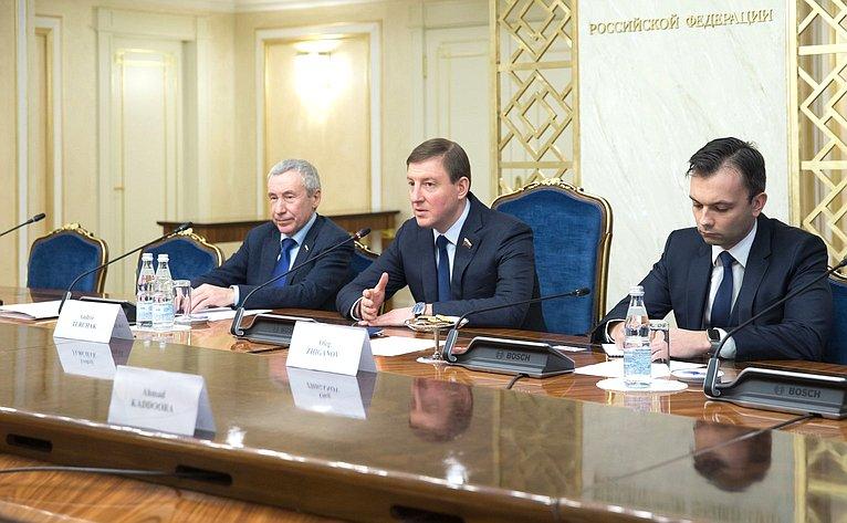 Встреча Андрея Турчака сЧрезвычайным иПолномочным Послом Сирийской Арабской Республики вРФ Риадом Хаддадом