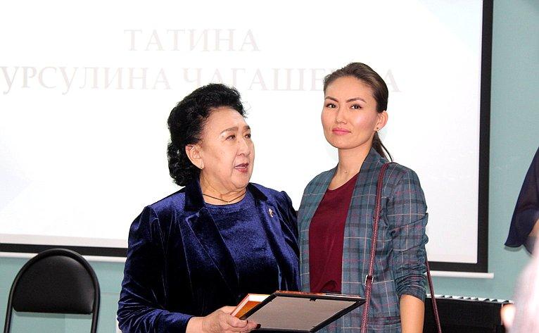 Чествовании активистов общественной организации «Женщины Алтая– Алтайдын эпшилеры»