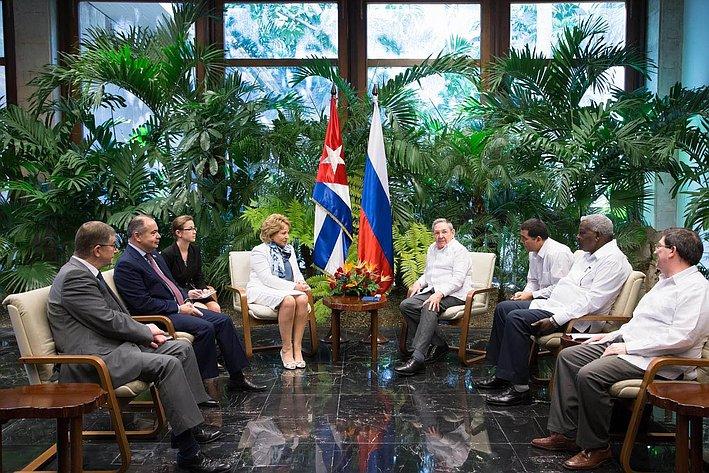 Встреча российской во главе с Председателем Совета Федерации Валентиной Матвиенко состоялась продолжительная встреча с Председателем Государственного совета Кубы Раулем Кастро