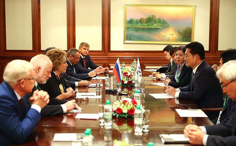 Валентина Матвиенко навстрече соспециальным представителем Президента Республики Корея Сон Ён Гилем