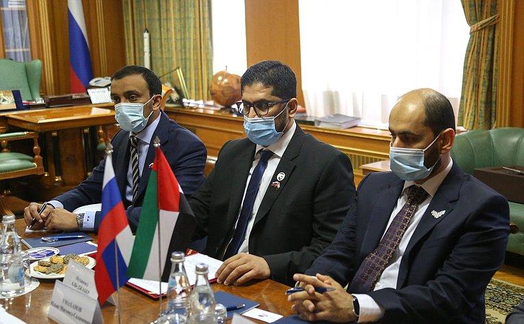 Встреча И. Умаханова сЧрезвычайным иПолномочным Послом Объединенных Арабских Эмиратов вРФ Мухаммедом Аль-Джабером