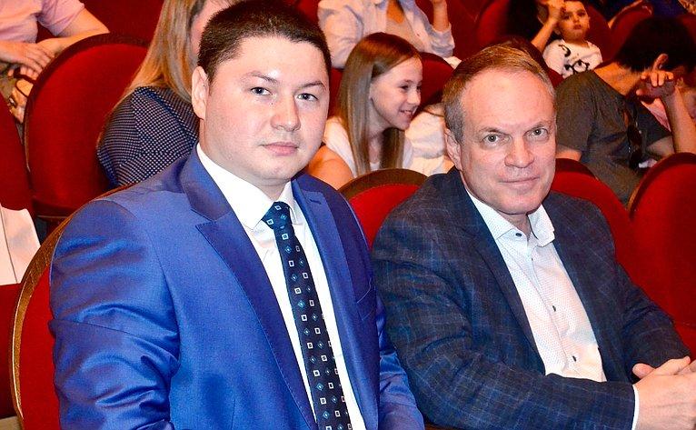 Александр Башкин принял участие всостоявшемся вАстраханской филармонии благотворительном концерте «Выставка феерических шоу»