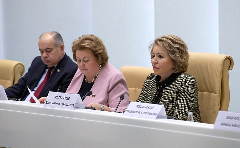 Ильяс Умаханов, Зинаида Драгункина иВалентина Матвиенко