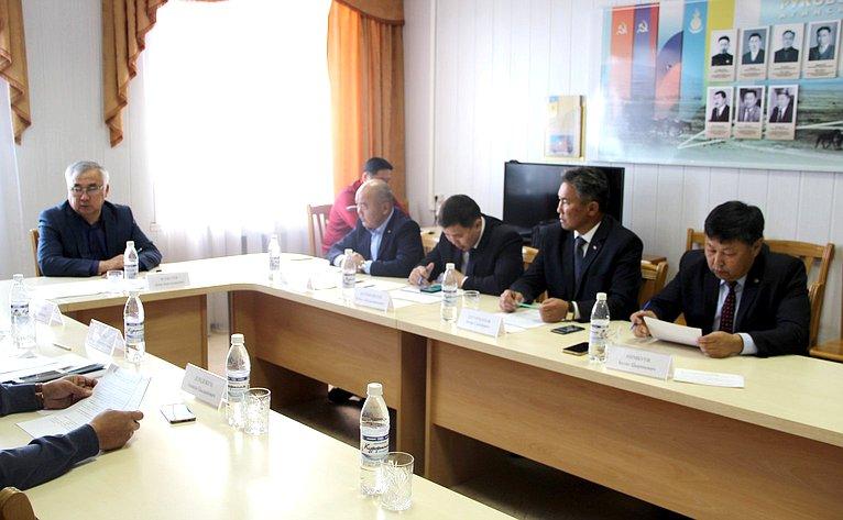 Баир Жамсуев провел рабочее совещание помониторингу строительных иремонтных работ насоциальных иинфраструктурных объектах Агинского Бурятского округа