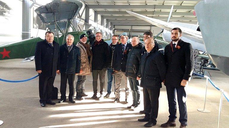 Один изангаров музея военно-воздушных сил Северного флота слева– самолёт ПО‑2