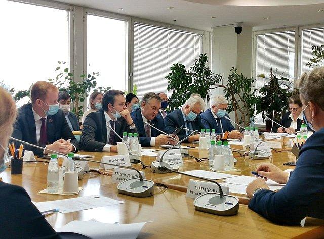 Заседание Комитета Государственной Думы пофедеративному устройству ивопросам местного самоуправления