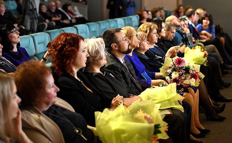 Андрей Епишин иВладимир Лукин приняли участие вцеремонии награждения победителей илауреатов ежегодного журналистского конкурса «Грани»