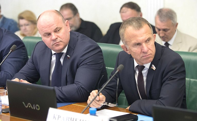 А. Дмитриенко иВ. Кравченко