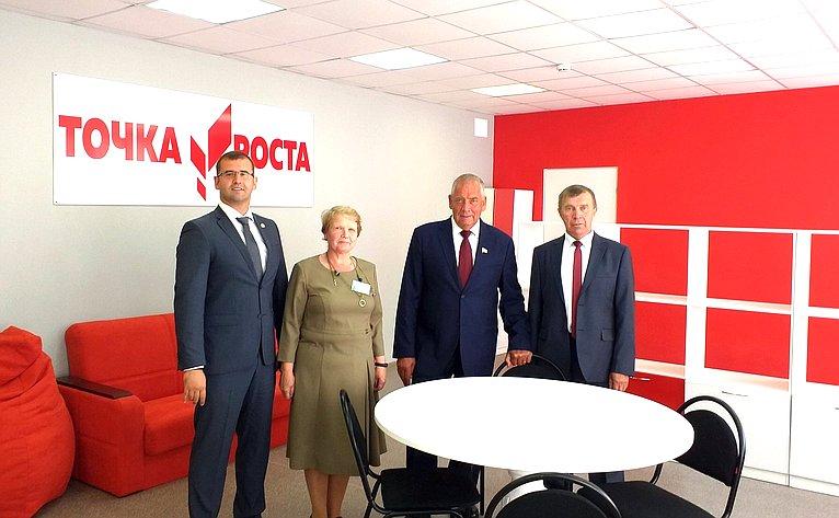 Сергей Митин посетил центр цифрового игуманитарного профиля «Точка роста»