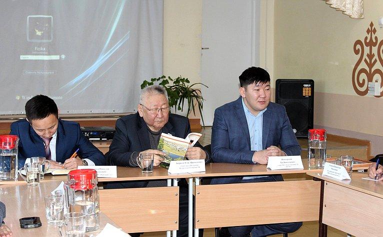 Егор Борисов врамках работы врегионе встретился сактивистами общественной организации «Проект «Наслег»
