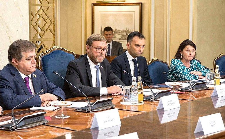 Встреча председателя Комитета СФ помеждународным делам Константина Косачева самериканским сенатором-республиканцем МайкломЛи