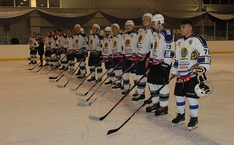 Ирина Петина поздравила участников хоккейного матча между командами Рязанского воздушно-десантного училища имосковского ХК «POLICEMAN»