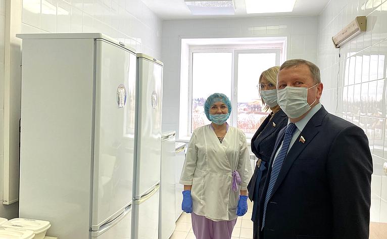 Наталия Косихина иСергей Березкин посетили пункты вакцинации откоронавируса вряде муниципальных районов Ярославской области