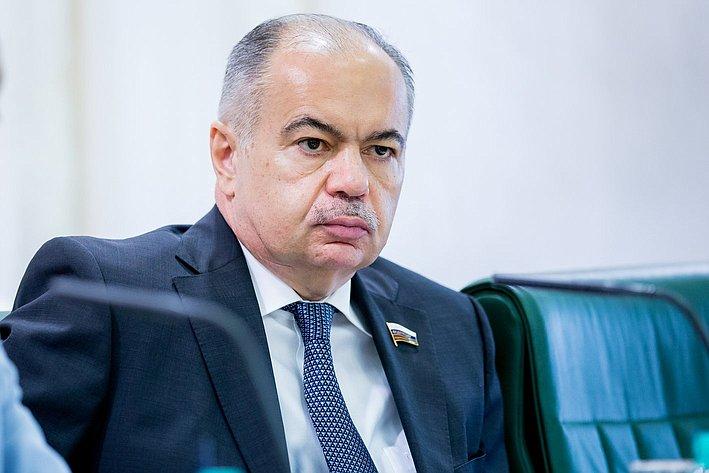 И. Умаханов Заседание Организационного комитета Евразийского женского форума