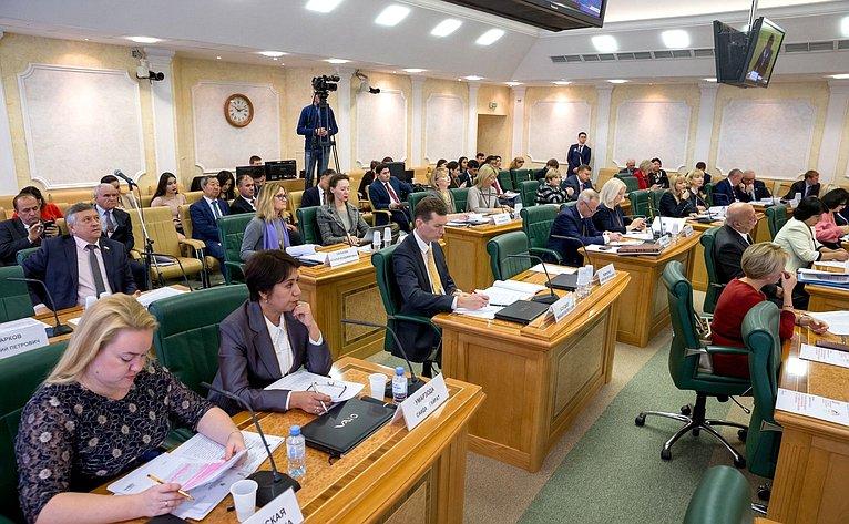 «Круглый стол» Комитета СФ понауке, образованию икультуре осоциальном игуманитарном сотрудничестве сТаджикистаном
