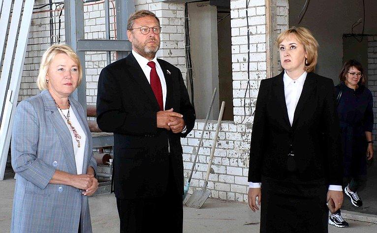 Константин Косачев ознакомился сходом завершения строительства физкультурно-оздоровительного комплекса впос. Приволжский