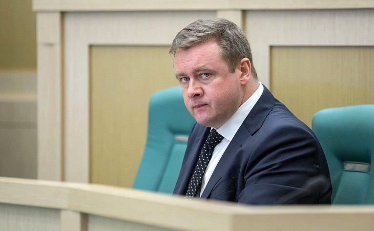 Председатель Заксобрания Калужской области Н. Любимов