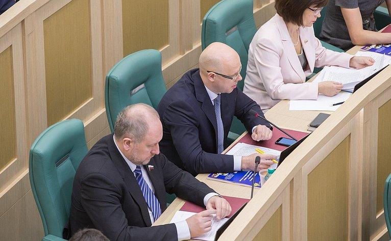А. Беляков иС. Рыбаков на386-м заседании Совета Федерации