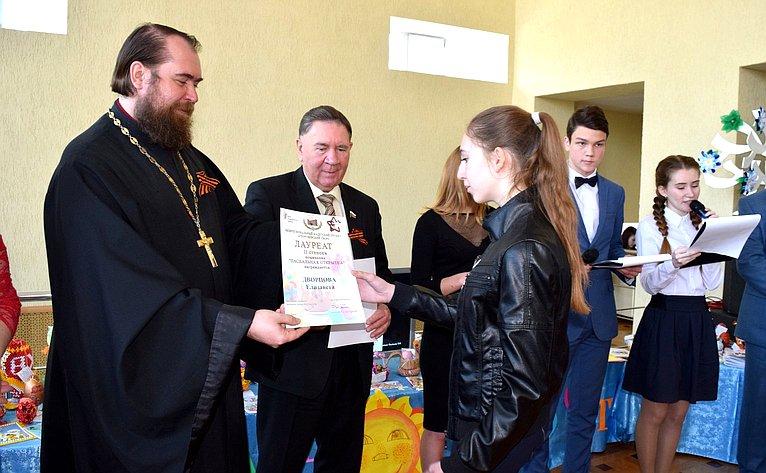 Александр Михайлов поздравил молодых курян сДнем сбора кадет инаступающим праздником Днем Победы