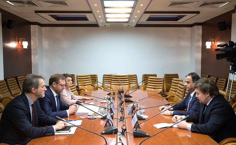 Встреча Константина Косачева сЧрезвычайным иПолномочным Послом Ливана Шауки Бу Нассаром