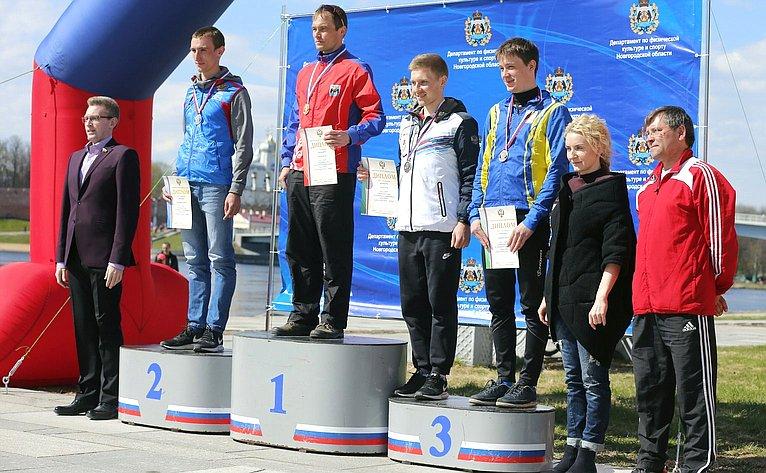 А. Костюков поздравил участников Чемпионата России поспортивному ориентированию, прошедшего вВеликом Новгороде