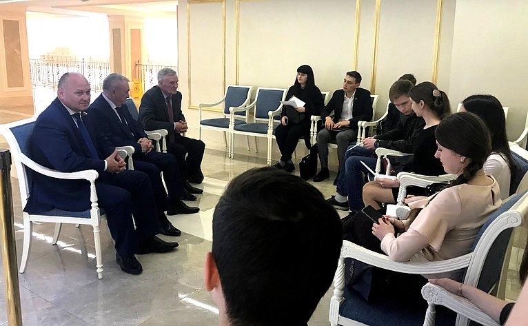 Алексей Кондратенко иВладимир Бекетов провели встречу состудентами изрегиона, обучающимися вмосковских вузах