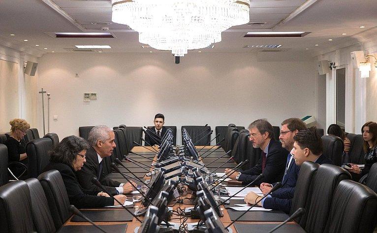 Встреча К. Косачева c Чрезвычайным иПолномочным Послом Республики Куба вРФ Харардо Пеньяльвером