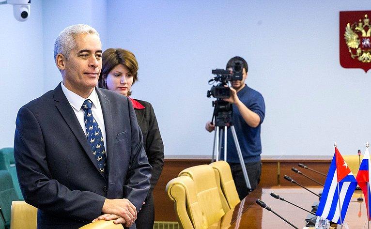 Чрезвычайный иПолномочный ПосолРеспублики Куба вРФ Херардо Пеньяльвер Порталь