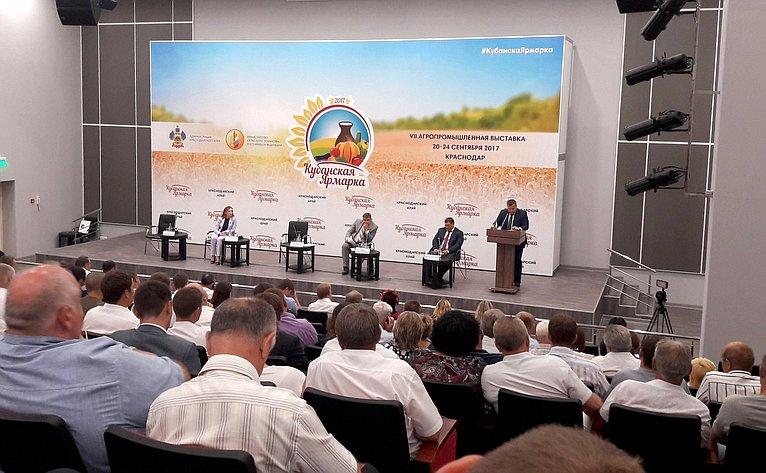 Алексей Кондратенко врамках работы врегионе принял участие воткрытии вагропромышленной выставке «Кубанская ярмарка»