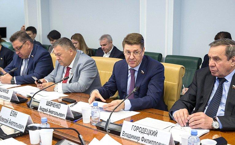 Круглый стол Комитета пофедеративному устройству, региональной политике, МСУ иделам Севера совместно сКомитетом СФ поэкономической политике