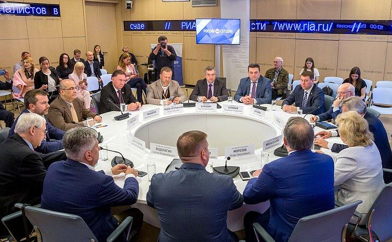 Расширенное заседание Временной комиссии СФ поинформационной политике ивзаимодействию соСМИ