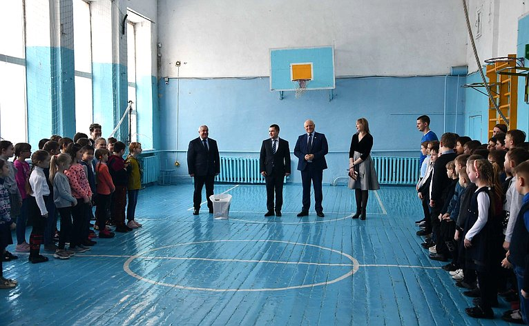 Виктор Назаров срабочим визитом вОмской области