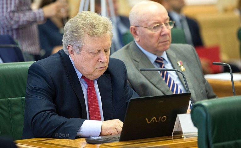 Е. Серебренников иА. Чекалин