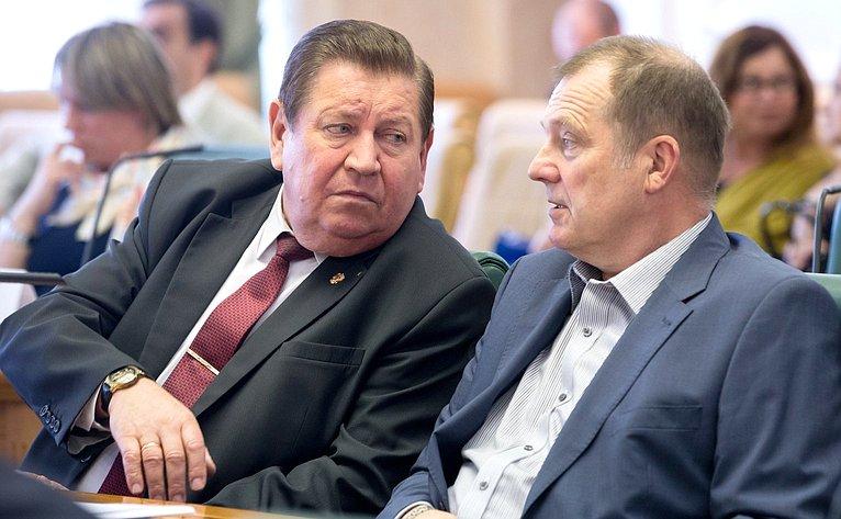 В. Литюшкин иС. Катанандов