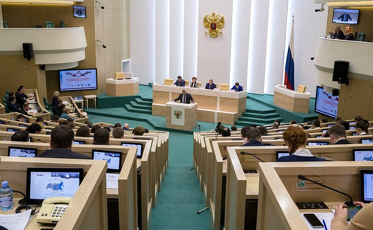 Заседание Всероссийского молодежного законотворческого форума