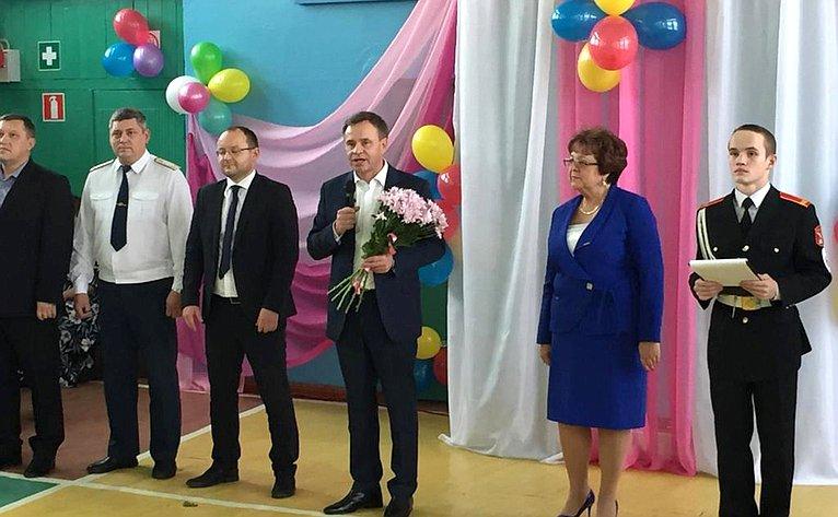 Виктор Новожилов посетил Судромскую основную общеобразовательную школу №13 Вельского района