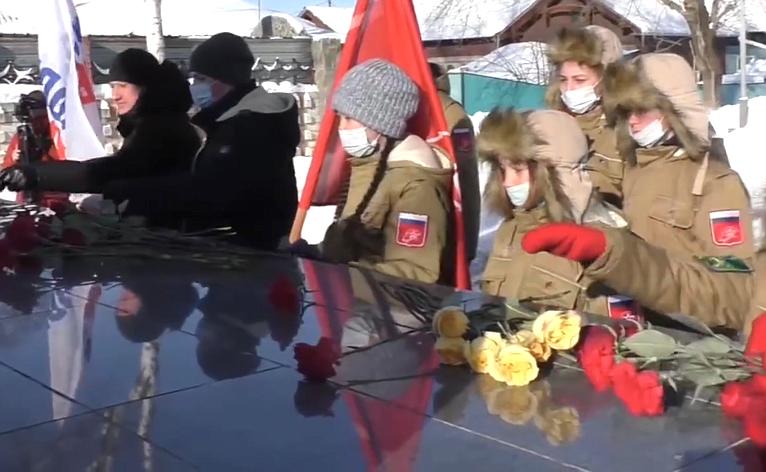 Церемония возложения цветов кмемориалу воинам, погибшим вгоды Великой Отечественной войны