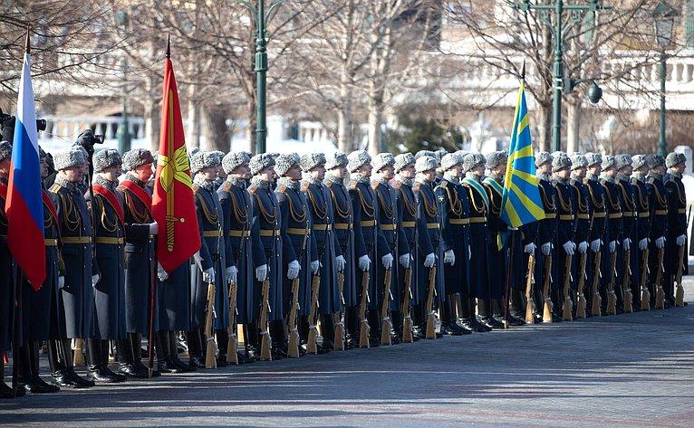 Церемония возложения венков кМогиле Неизвестного Солдата