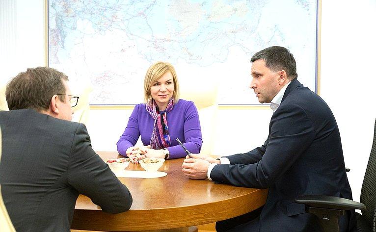 Встреча Алексея Майорова иЕлены Зленко сМинистром природных ресурсов иэкологии РФ Дмитрием Кобылкиным