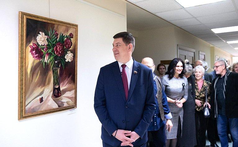 Открытие выставки Тушинского товарищества художников «Слюбовью кженщине» вСовете Федерации