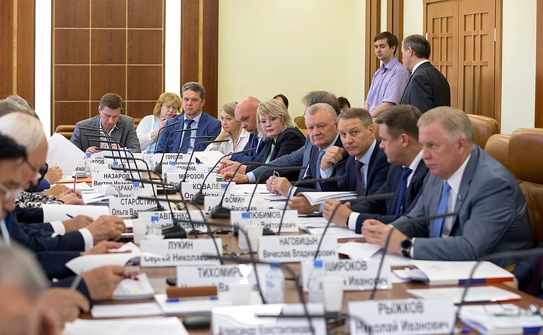 Расширенное заседание Комитета Совета Федерации пофедеративному устройству, региональной политике, местному самоуправлению иделам Севера натему «Актуальные вопросы обеспечения населения жильем»