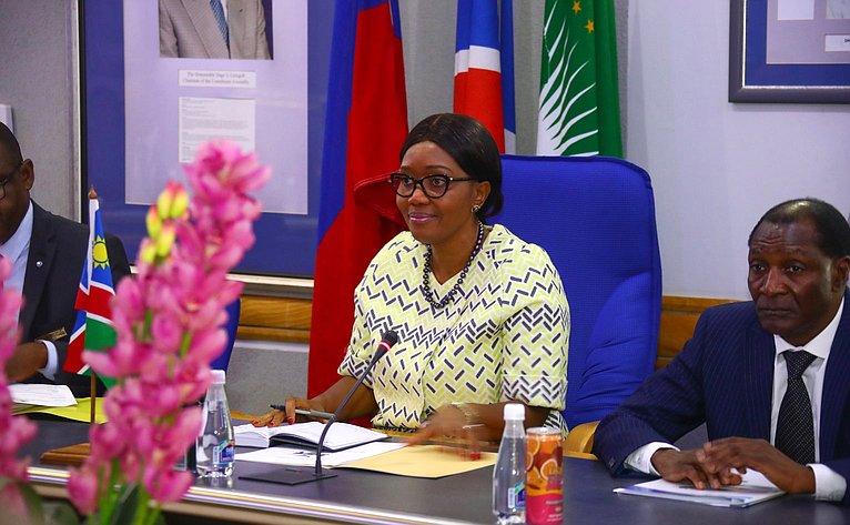 Премьер-министр Намибии С. Куугонгельва-Амадила