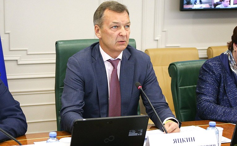 Андрей Яцкин