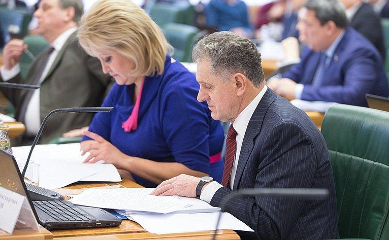 Парламентские слушания вСФ натему «Место ироль отраслевых учреждений высшего профессионального образования всовременной системе образования России»
