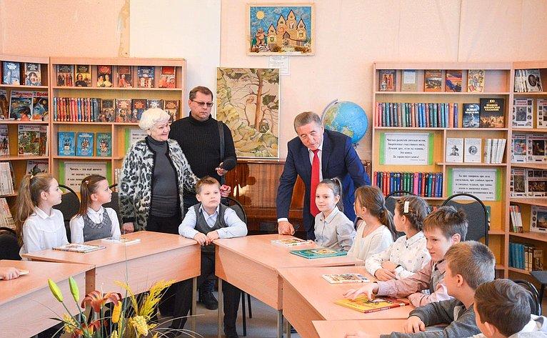 Сергей Лукин провел вЦентральной городской детской библиотеке им. С.Я. Маршака выездное совещание