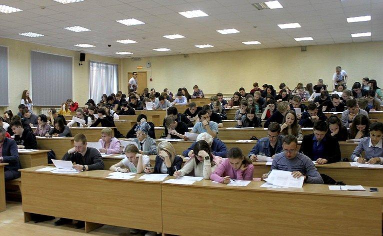 Михаил Козлов принял участие воВсероссийской исторической акции «Диктант Победы»