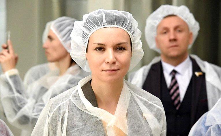 Ирина Рукавишникова осмотрела высокотехнологичное производство молочного завода