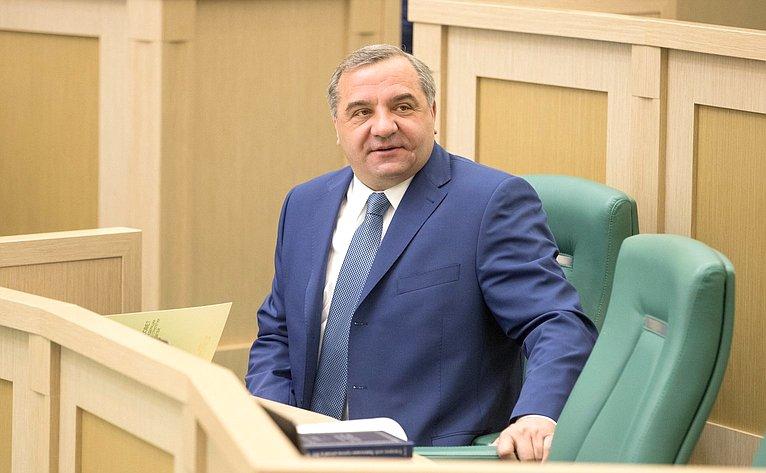 Глава МЧС В. Пучков